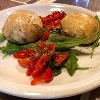 Photo prise au 'Ntretella - Pizzeria Friggitoria par Fred B. le5/18/2018