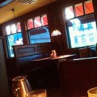รูปภาพถ่ายที่ Coach House โดย Emily M. เมื่อ 5/3/2012