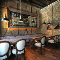 Foto diambil di Sardunya's Brasserie Bomonti ve Şarap Evi oleh Hami T. pada 1/8/2013