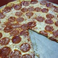 Photo prise au Frank's Pizzeria par Kevin .. le4/18/2014
