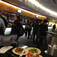 Foto tirada no(a) Delta Sky360 at Madison Square Garden por JJ C. em 1/13/2013