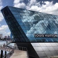 Foto scattata a Louis Vuitton Island Maison da Ahmar M. il 3/18/2013