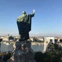 Das Foto wurde bei Szent Gellért-szobor von Candan Ç. am 7/15/2018 aufgenommen
