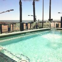 Das Foto wurde bei The Float Pool And Patio Bar von 👙Jennifer P. am 10/10/2013 aufgenommen