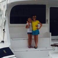 Foto tomada en The Bridge Tender Restaurant por Capt. Curtis J. el 6/6/2014