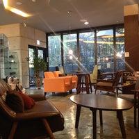 Foto diambil di John White cafe oleh Jian Y. pada 11/17/2013