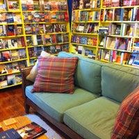9/29/2012 tarihinde Adria L.ziyaretçi tarafından Roebling Point Books & Coffee'de çekilen fotoğraf