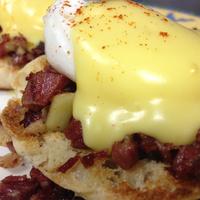 Foto tirada no(a) Johnny D's Waffles and Bakery por maria d. em 2/2/2014