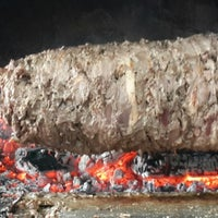 รูปภาพถ่ายที่ Erkoç Cağ Kebabı โดย ORHAN เมื่อ 12/23/2013