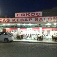 รูปภาพถ่ายที่ Erkoç Cağ Kebabı โดย ORHAN เมื่อ 2/18/2014