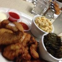 Foto tomada en Pearl Restaurant and Lounge por Bella N. el 6/14/2014