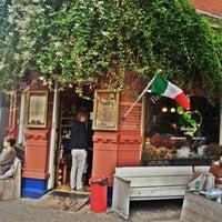 Das Foto wurde bei Renzo's Delicatessen von sucukar m. am 10/20/2012 aufgenommen