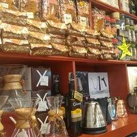 Das Foto wurde bei Conde De Medellin Especiality Cafeteria von Jorge L. am 6/30/2016 aufgenommen