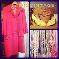 9/6/2013 tarihinde FABstylistika | The Vintage Peopleziyaretçi tarafından Bis Vintageclothing'de çekilen fotoğraf