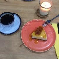 3/23/2017 tarihinde Glz C.ziyaretçi tarafından MadNut Cafe&Casual Dining'de çekilen fotoğraf