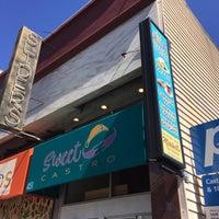 Foto tomada en Eureka! Cafe at 451 Castro Street por Andrew D. el 3/16/2019