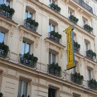 Foto scattata a Grand Hôtel Lévêque da mark c. il 11/15/2012