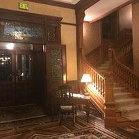 Das Foto wurde bei Wentworth Mansion von Kari V. am 1/16/2018 aufgenommen