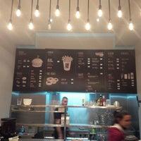 รูปภาพถ่ายที่ Burger House โดย Djordje B. เมื่อ 2/2/2014
