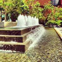 Foto tirada no(a) Yerba Buena Gardens por Michael F. em 5/15/2013