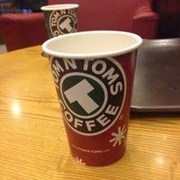 Photo prise au TOM N TOMS COFFEE par Jayce K. le11/29/2013