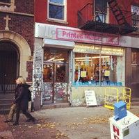 Foto tirada no(a) Printed Matter por Kari L. em 11/24/2012