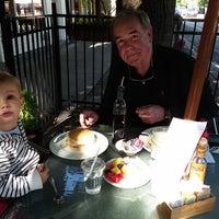 Das Foto wurde bei Orange on Roscoe at Damen von Orange on Roscoe at Damen am 7/30/2014 aufgenommen