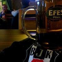 Photo prise au Altin Fici Pub Ocakbasi Restaurant par Mert D. le1/25/2014