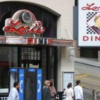 Foto diambil di Lori's Diner oleh Lori's Diner pada 12/26/2013