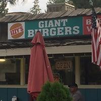 8/19/2016にRobert L.がIzzy's Burger Spaで撮った写真
