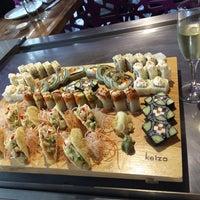 Foto tirada no(a) Keizo Teppan Sushi Bar por Monica H. em 6/27/2014