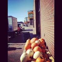 Foto diambil di Rosemont Produce Company oleh Adam B. pada 10/25/2012