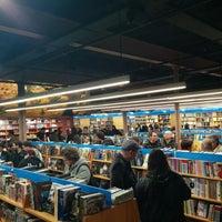 Foto tomada en Librería Gigamesh por Stef el 3/28/2014