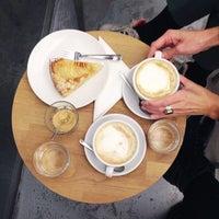 Foto diambil di kaffemik oleh anna h. pada 11/14/2014