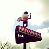 รูปภาพถ่ายที่ Jerry's Artarama โดย Darron D. เมื่อ 12/2/2012