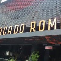 รูปภาพถ่ายที่ Mercado Roma โดย Roberto A. เมื่อ 5/21/2014