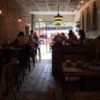 Снимок сделан в Brickwood Coffee & Bread пользователем Samuel C. 9/21/2013