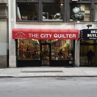 Foto tomada en The City Quilter  por Mike P. el 12/20/2013