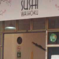 Foto diambil di Sushi Washoku oleh Luciana Andreina C. pada 9/4/2014