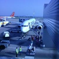 Foto tirada no(a) Liverpool John Lennon Airport (LPL) por Daniel R. em 7/11/2013