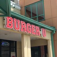 6/13/2018 tarihinde Barbara K.ziyaretçi tarafından Burger U'de çekilen fotoğraf