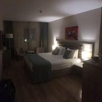 รูปภาพถ่ายที่ Rox Hotel โดย Mehmet A. เมื่อ 2/24/2018