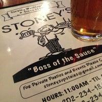 Foto diambil di Stoney's Restaurant oleh Kevin B. pada 4/13/2013