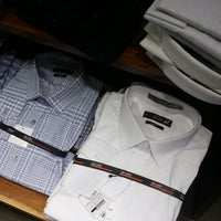 a5956c8455 Foto tirada no(a) Aramis Menswear por Daniel W. em 2 15