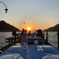 Foto tirada no(a) Delikyol Deniz Restaurant Mehmet'in Yeri por Musti em 8/20/2019
