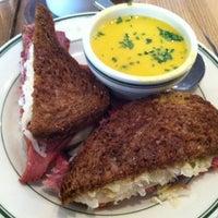 4/18/2013にJon D.がWard 6 Food & Drinkで撮った写真
