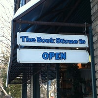 Foto tirada no(a) Birchbark Books & Native Arts por Jon D. em 12/16/2013