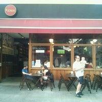 Das Foto wurde bei Bar Genial von Julio L. am 9/7/2012 aufgenommen
