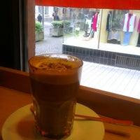 Foto tirada no(a) Milia's Coffee por Mischa C. em 5/17/2013