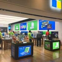 Foto tirada no(a) Microsoft Store por BR em 9/23/2016